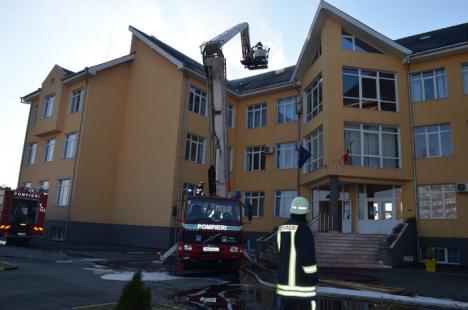 Incendiu la Liceul Penticostal Betel: Peste 100 de elevi au fost evacuaţi (FOTO)
