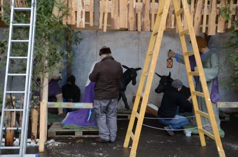 Se amenajează ieslea din faţa Primăriei (FOTO)