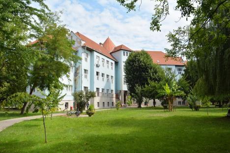Două facultăţi din Oradea, rămase fără decan. Universitatea scoate posturile la concurs