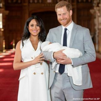 Numele bebelușului regal a fost dezvăluit! Prințul Harry și soția sa, Meghan, l-au prezentat publicului pe noul-născut (FOTO / VIDEO)