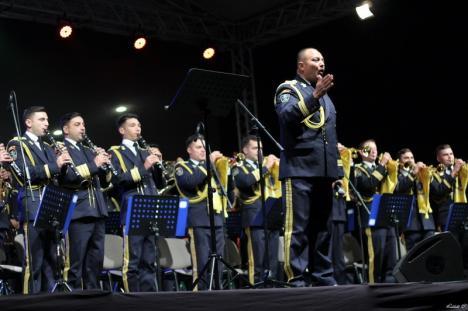 Ziua Oradiei, cu fanfară militară: Concert extraordinar, cu momente emoţionante, în Piaţa Unirii (FOTO / VIDEO)