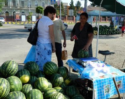Doar la piaţă! Primăria interzice la cererea ADP vânzarea pepenilor pe stradă