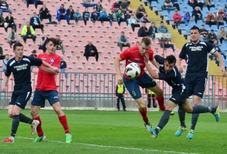 FC Bihor a remizat la Motru cu scorul de 1-1 şi s-a distanţat la şapte puncte de UTA