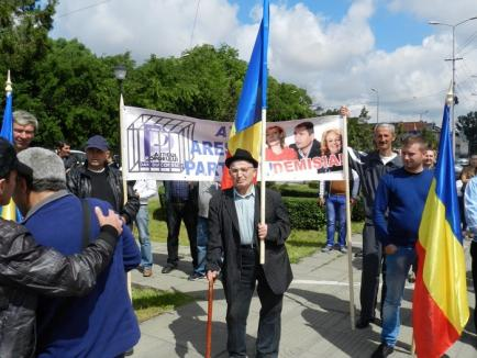 Foştii PPDD-işti ai primarului din Popeşti îl spurcă pe Dan Diaconescu şi susţin un independent la europarlamentare (FOTO)
