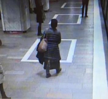 Nou incident la metrou: Încă o femeie a fost ameninţată, agresoarea a fost prinsă (VIDEO)