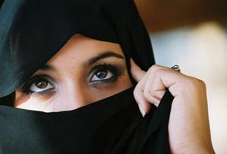 Un arab şi-a anulat căsătoria pentru că mireasa are barbă şi e saşie
