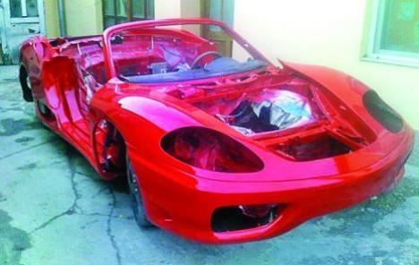 Un orădean şi-a transformat Toyota într-un Ferrari (FOTO / VIDEO)
