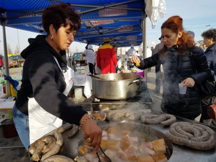 """Festivalul """"D'ale Porcului"""", la ERA Park: 17 echipe se întrec în prepararea mâncărurilor din carne de porc (FOTO/VIDEO)"""