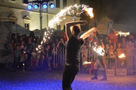 A fost 'nebunie' în Cetatea Oradea: Publicul i-a lăsat cu greu să plece pe artiştii de la Subcarpaţi (FOTO / VIDEO)
