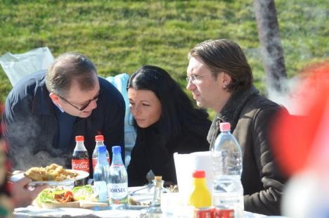 Primari la cratiţă: Edili din tot Bihorul se întrec în preparatul porcului, la ERA Park (FOTO / VIDEO)
