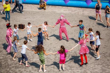 Pregătiri pentru Festivalul Copiilor. Se caută producători şi comercianţi de mâncăruri, dulciuri şi jucării