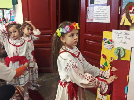 """Momente inedite la festivalul """"Flori de mai"""": O fetiță nevăzătoare a impresionat până la lacrimi publicul (FOTO / VIDEO)"""