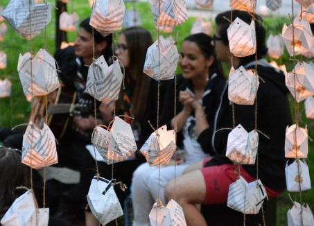 """Orădenii sunt invitați la Festivalul Luminii, cu gulguțe, jonglerii cu focul și """"chităreală"""", în Parcul Cetății"""