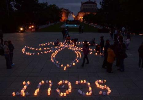 În ciuda frigului, sute de orădeni au ieşit să serbeze lucrurile simple, la lumina lumânărilor (FOTO)