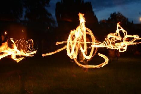 Bucuria lucrurilor mărunte: Mii de licăriri în Parcul Cetăţii, la Festivalul Luminii (FOTO/VIDEO)