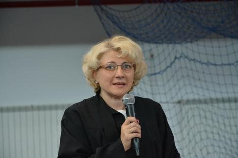 Absolvenţii de Medicină au sărbătorit împreună: Un profesor i-a îndemnat să respingă impostura, iar ministrul Bodog le-a promis joburi tuturor (FOTO)