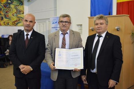 Universitatea din Oradea: 37 de cadre didactice au primit titlul de 'profesor emerit' (FOTO)