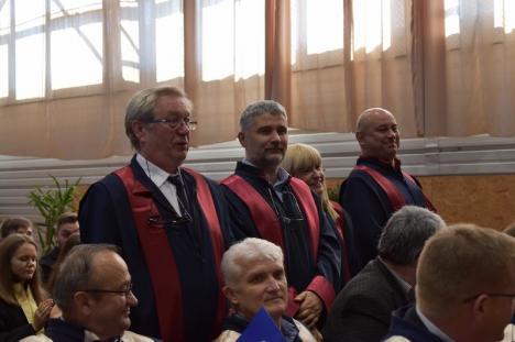 Anul universitar a debutat la Oradea: Rectorul Constantin Bungău se laudă cu un număr mare de boboci, dar şi investiţii record (FOTO / VIDEO)