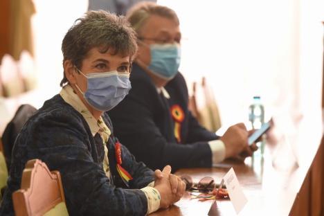 Festivităţi în pandemie. Foştii şi viitorii consilieri locali au sărbătorit Ziua Oradiei cu măştile pe faţă (FOTO / VIDEO)