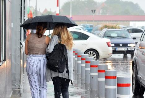 Căldură şi furtuni în Bihor: Meteorologii au emis cod galben, valabil până luni