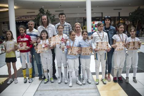 """Sportivii de la LPS Bihorul și-au adjudecat zece medalii la Memorialul """"Cornelia Ille"""" la spadă"""