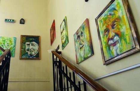 'Feţe, feţe'. Expoziţie de portrete în turnul Primăriei