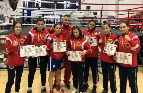 Toate cele şapte pugiliste ale clubului salontan Basti Box s-au întors medaliate de la Cupa României