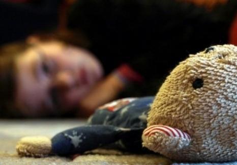 Salvată de… colegii de joacă! Un bihorean a fost arestat după ce a vrut să violeze o fetiţă de 12 ani