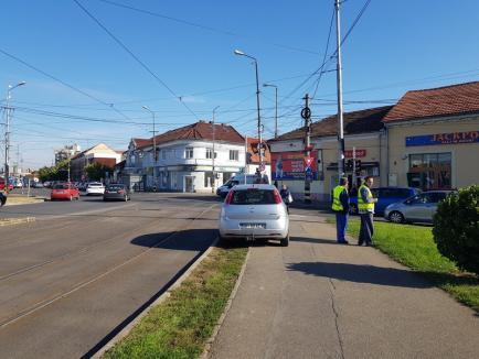 Parcare-n nepăsare: Muncitorii care calibrează semafoarele din Decebal se dovedesc nişte 'Dorei'
