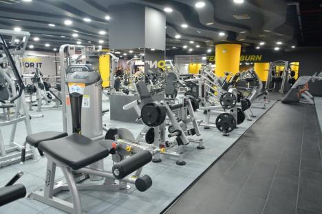 Mai cu viaţă! Orădenii sunt provocaţi să intre în formă la ore de aerobic şi fitness, sărind pe ghete şi dansând... chiar şi din buric