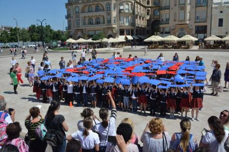 La mulţi ani, Liceul Greco-Catolic! Flash-mob în cinstea şcolii, în centrul Oradiei (FOTO/VIDEO)