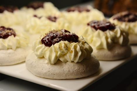 Un vis împlinit: Îndrăgitul producător de prăjituri Flavours by Patricia şi-a deschis shop în Nufărul (FOTO)