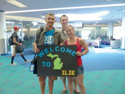 PressHub: Liceeni români, invitaţi să se înscrie în programul FLEX, prin care pot studia în SUA şi locui împreună cu o familie americană. Vezi condițiile!