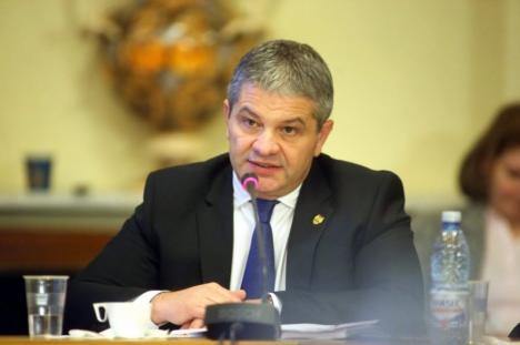 Florian Bodog, acuzat că politizează comisiile Ministerului Sănătăţii