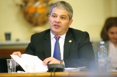 'PSD dăunează grav sănătăţii': Deputaţii din opoziţie cer demiterea lui Florian Bodog