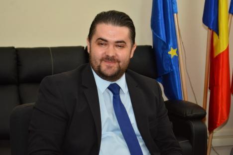 Dacă nu e şi fudul… Cel mai nou inspector din IŞJ Bihor și-a dat deja cu firma-n cap