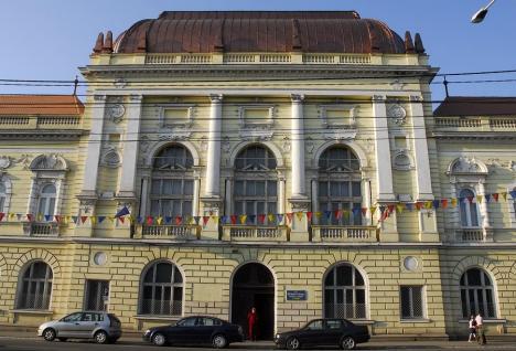 Studenţii de la Facultatea de Medicină din Oradea vor face cursuri online timp de o lună, după ce două secretare au fost confirmate cu Covid-19