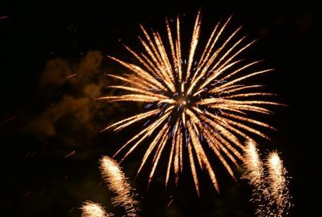 Revelion de două ori! Într-un oraş din România vor fi trase focuri de artificii şi la miezul nopţii, şi la ora 1