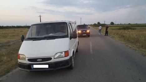 Autoutilitară furată şi abandonată între Toboliu şi Cheresig, găsită de un jandarm