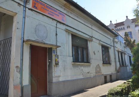 Exemplu personal. Primăria Oradea va construi o clădire 'înaltă' pe locul fostului sediu PDL din Parcul Traian