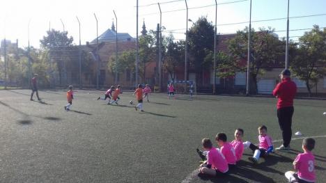 Peste 30 de echipe bihorene, implicate în Interliga la fotbal pentru copii (FOTO)