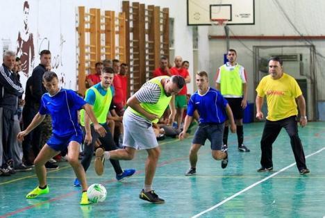 Politicienii bihoreni, adversari şi la fotbal. Printre jucători: Ioan Cupşa, Szabó Ődőn şi Traian Bodea (FOTO)