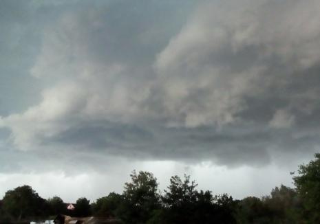 Avertizare meteo imediată: Un nou cod PORTOCALIU de furtuni pentru județul Bihor, vezi zonele afectate!