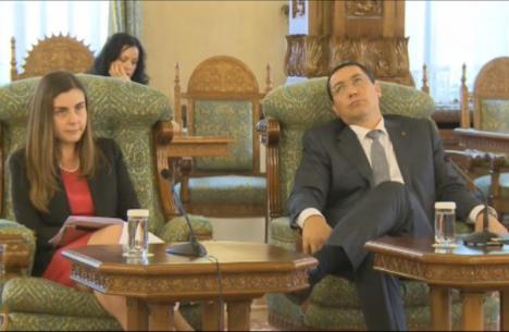 """Înregistrarea discuţiei Băsescu-Ponta-Petrescu, pe tema reducerii CAS: """"Dacă aş vrea să-mi bat joc de ţara asta, aş promulga-o"""" (VIDEO)"""