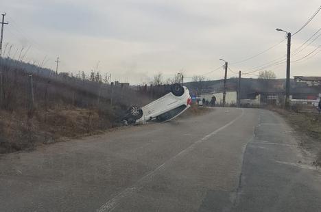 Accident lângă Hanul Pescarilor: O maşină a ajuns în şanţ cu roţile în sus, pe strada... Şanţului