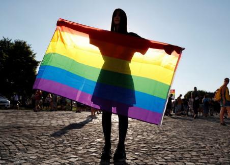 Iniţiativă împotriva LGBTQ în România, anunţată la Oradea de liderii PPMT. Un proiect similar celui adoptat în Ungaria va fi depus în Parlament