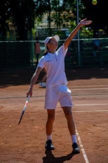 Doi tenismeni de la CSM Oradea au ajuns în sferturile de finală ale Naţionalelor Individuale de 16 ani (FOTO)