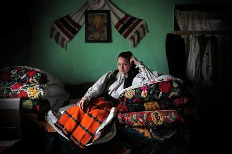 Vernisajul 'Fotografia – document etnografic': Cum arată lumea satului românesc, inclusiv în Bihor, în 100 de fotografii