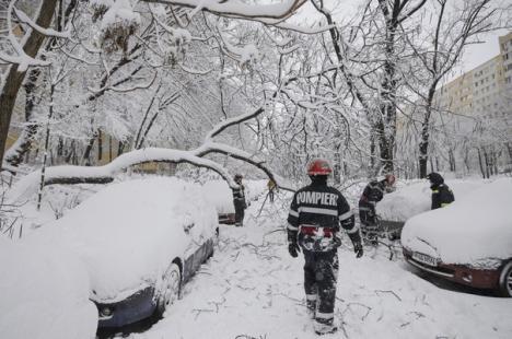 Frig de crapă pietrele! Şcoli închise, trenuri anulate, temperatură negativă record în Moldova