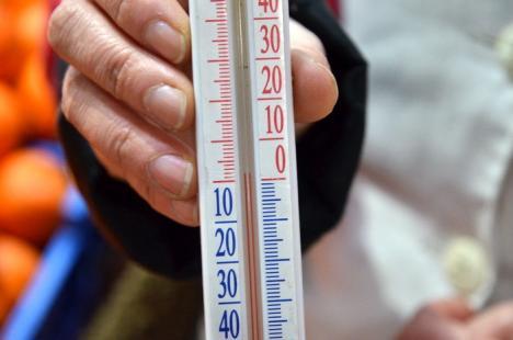 Condamnaţi la frig: Pieţarii orădeni, nemulţumiţi că dârdâie lângă tarabe (FOTO/VIDEO)